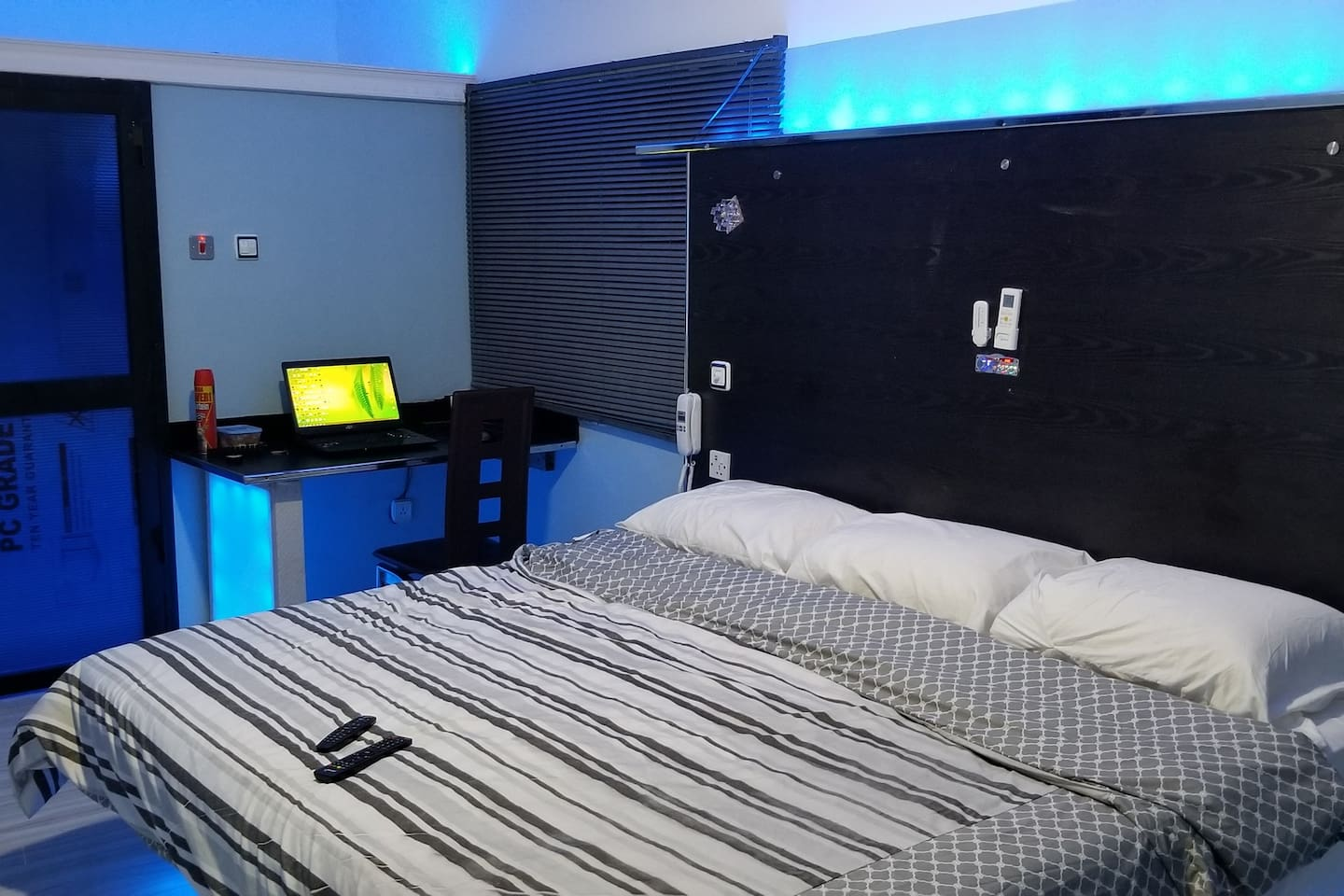 Nice room, with Balcony with good Ambient light, combined with a modular LED light, 55'' smart LED TV, connected to 4G wifi. Same wifi available for guests. instant water heater in the bathroom with automatic wash-hand basin faucet. Band New Air conditioner