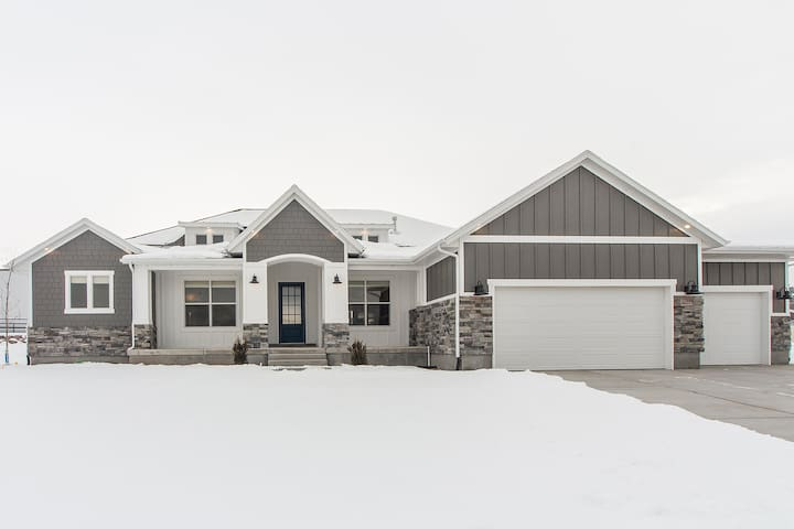 Bluffdale Modern Farmhouse - Riverton - Hus