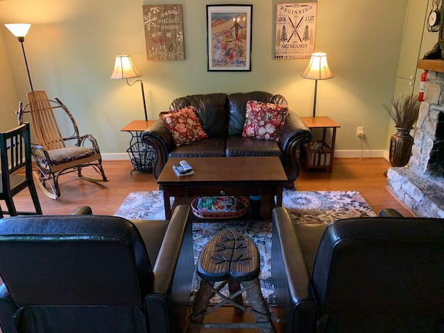 3-6 month rental available! Close to Golf Course!