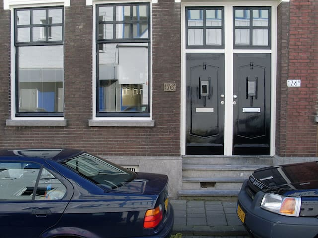 Studio with new kitchen, walk-inn shower, toilet - Rotterdam