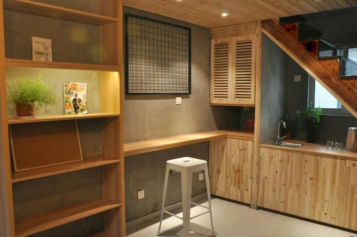 【三间房独栋小屋】 三个卧室带独立卫生间,一个客厅,独立整栋(补贴停车费)