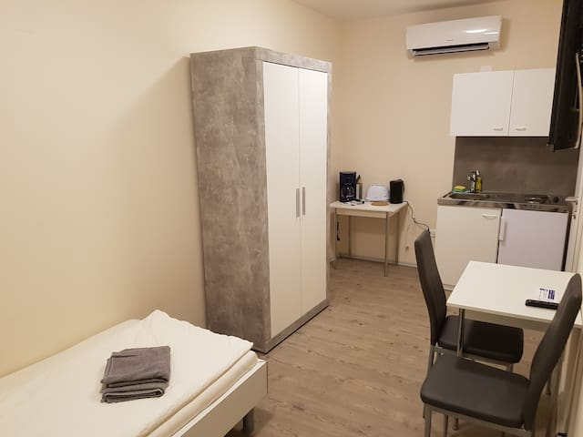 Studio 7a for 1 Person - free parking included