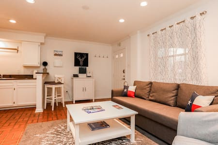 Beautiful Apt in the middle of Downtown Austin!