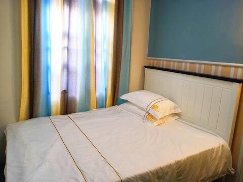 好莱小居大床房:徐闻海关旁地中海庭院式休闲民宿,紧挨国道,交通方便。