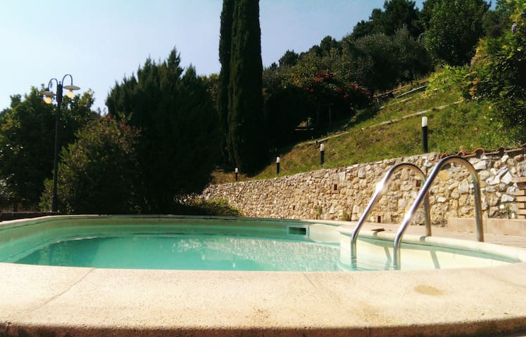 Small villa, sea view, 10 min. from Versilia beach - Strettoia - บ้าน