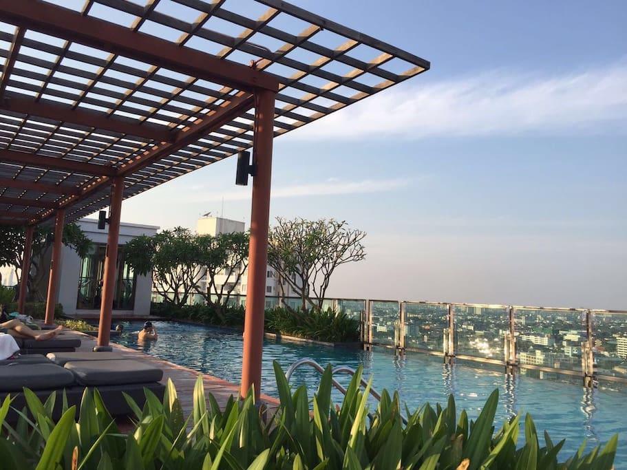 Roof top pool with spectacular view of Bangkok metropolis