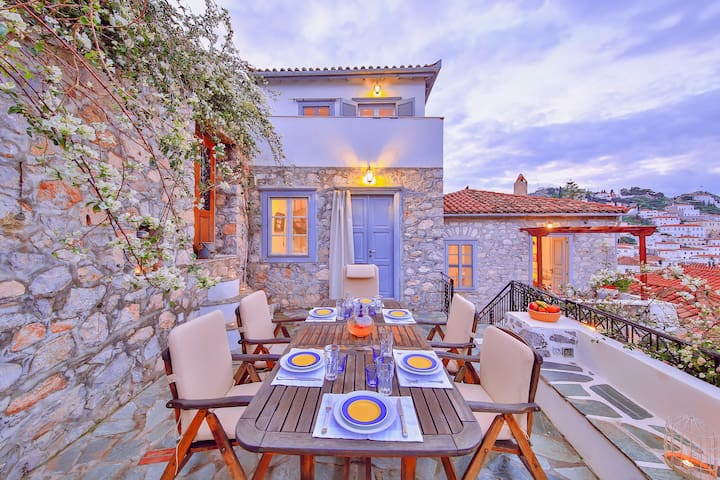 The Maisonette - View Historic Hydra in Comfort!