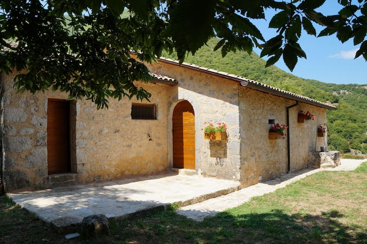 Homely mountain cottage between Rome & Naples