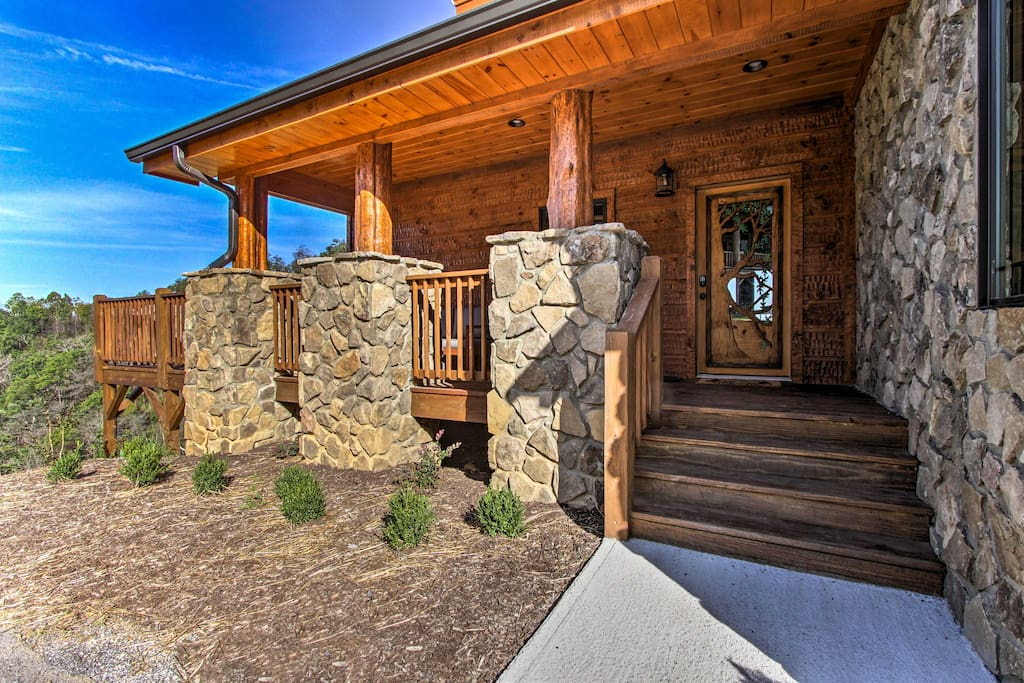 Make this newly constructed cabin your next Pigeon Forge vacation destination.