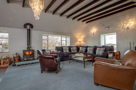 The Barn; 2 bedrooms with incredible space & views