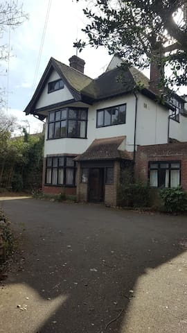 Top Apartment in Victorian House - Canterbury - Apartment