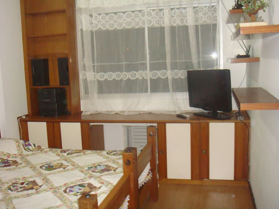 Room 2 / Quarto 2