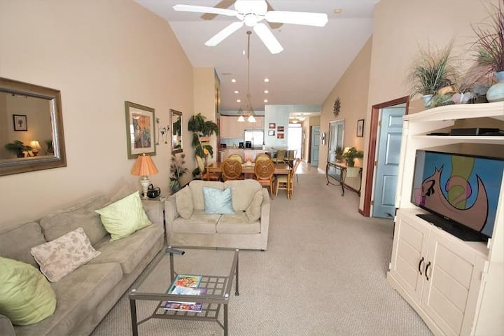 541 - SUNSET ISLAND Luxury 3BDR Condo W/ View of Marshes Family-Friendly