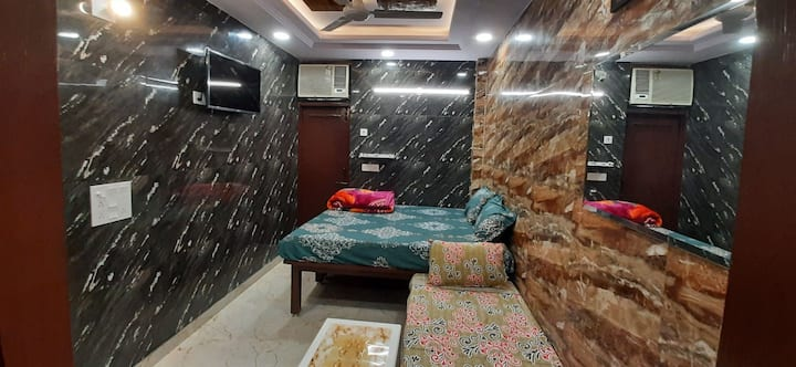 Couples only private apartment in posh lajpat nagr
