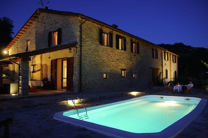Luxueuse maison de vacances à Modigliana avec piscine