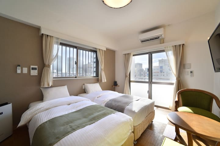 【2 mins from おもろまち St.】【2 pax】 Condo with kitchen!Twin Bed