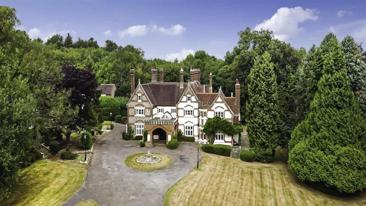 Stunning Surrey Hills Manor Accommodation
