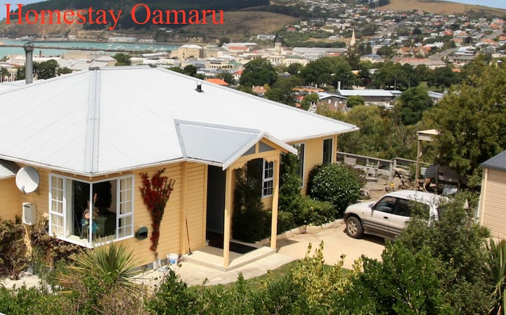 Homestay Oamaru. Best views in town - West Room