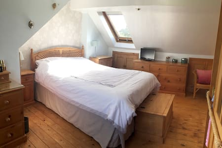 Loft Room Near Windsor/Heathrow - Datchet - Dom