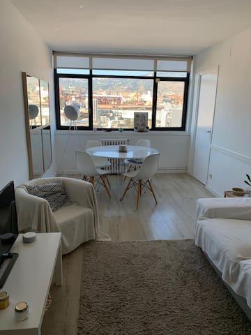 Apartamento luminoso muy equipado y con vistas
