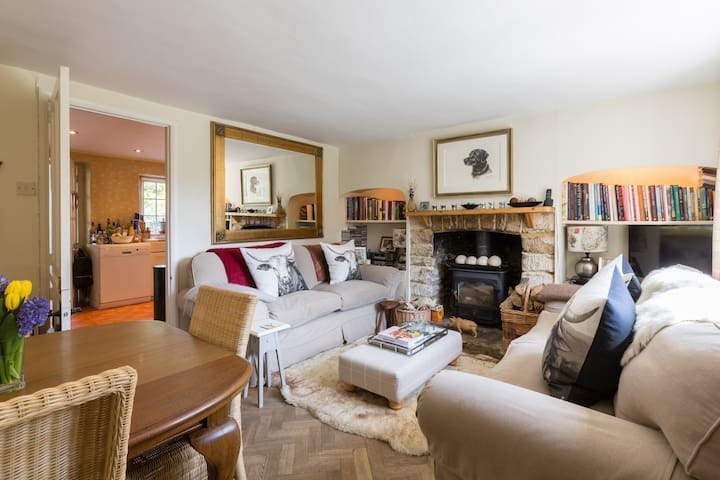 Cosy Cotswold Cottage, Quenington, Gloucestershire - Quenington - Dom