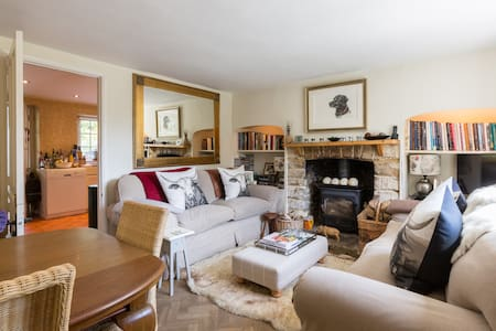Cosy Cotswold Cottage, Quenington, Gloucestershire - Quenington - House