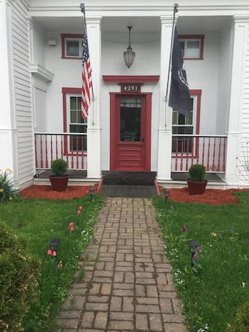 Easy Access-Great Comfort & Value-Bearpath Lodging