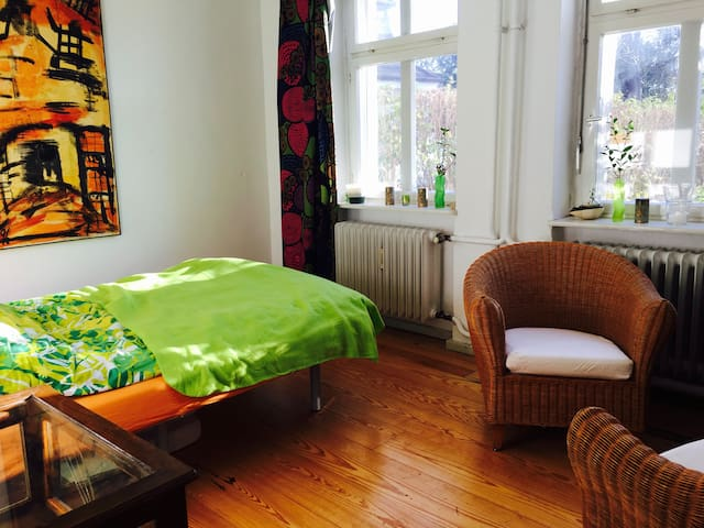 sunny + quiet in Villa at water/Olympiastadion - Berlin - House