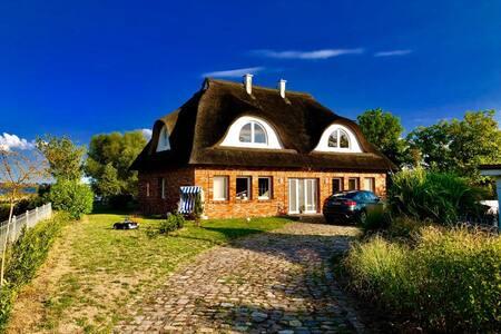 Wunderschönes Reetdachhaus mit Wasserblick