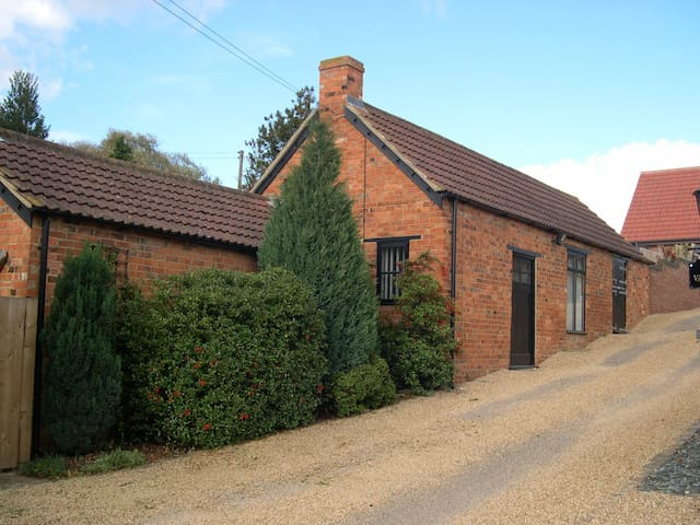 Exclusive use of 2 Bedroom Barn Conversion - Sudborough - Pousada