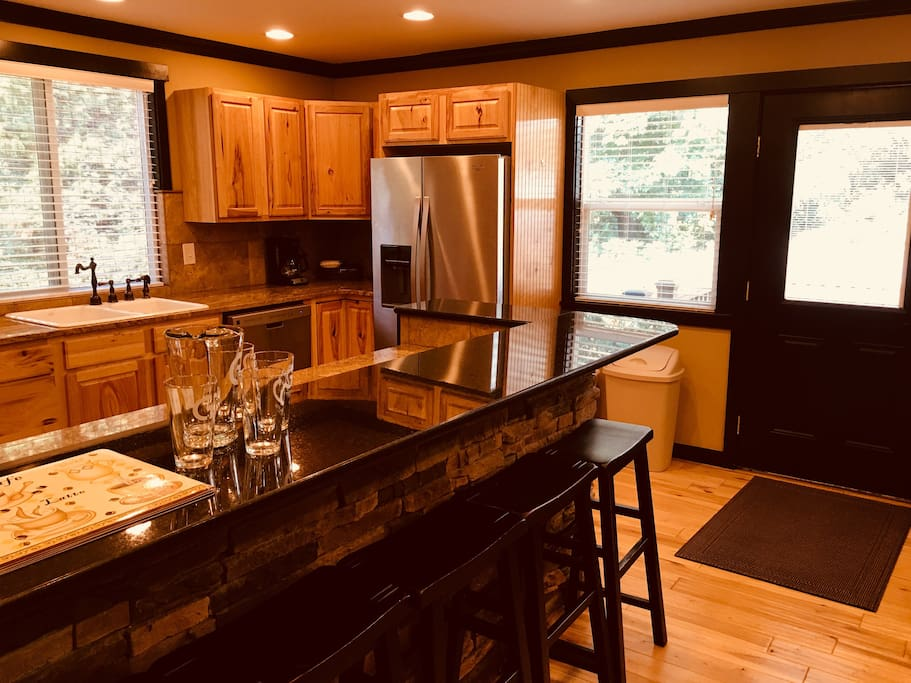 Full kitchen feat. dishwasher, eat-in counter, new finishes
