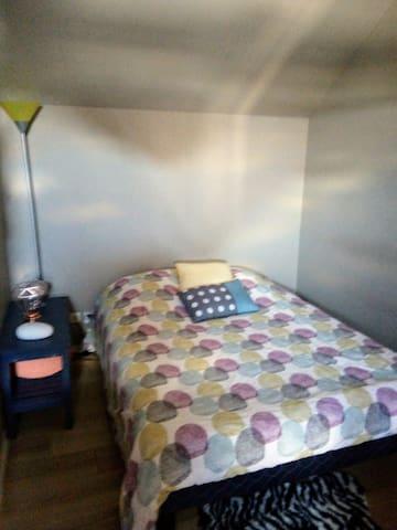 Chambre. Lit 2 places