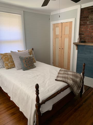 Cozy Room & Yoga Space in West Asheville