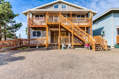 NEW LISTING! Oceanfront escape w/ wonderful views, deck, & kitchen - dogs OK!