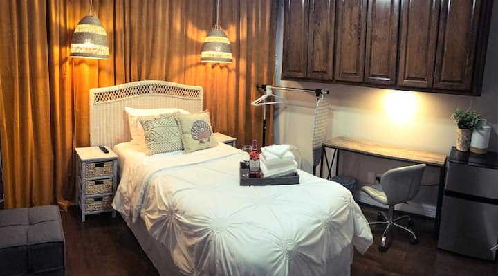 ✵Twin Bed Private Room #12✵ A Perfect 5-Star Stay!