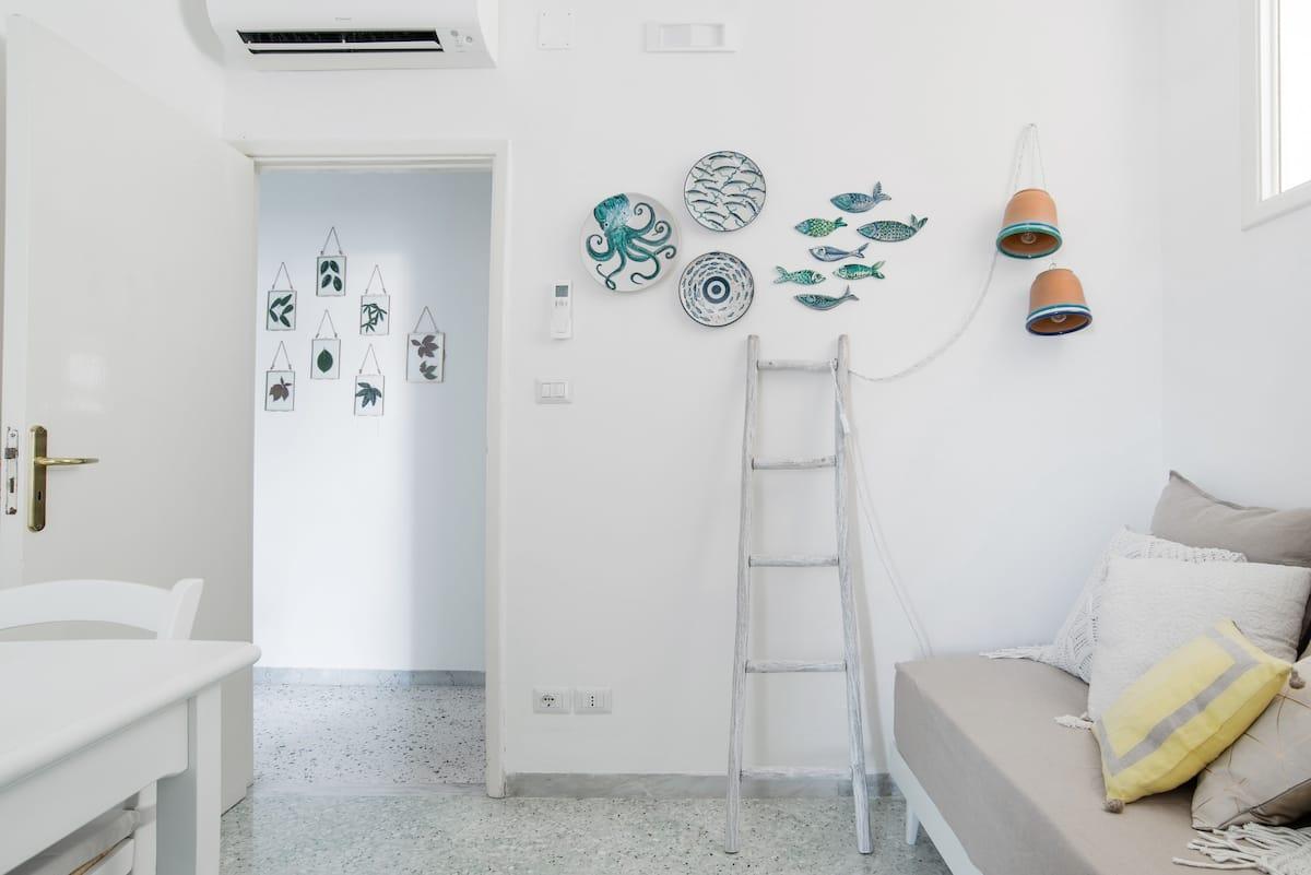 Casa Sophia, Walk to Villa Cimbrone from a Serene Apartment in Ravello