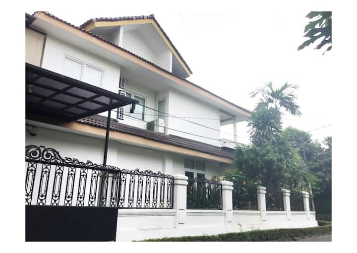 Fully Furnished House Bintaro Sektor II