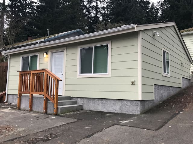 New Private One Bedroom House North of Seattle - Shoreline