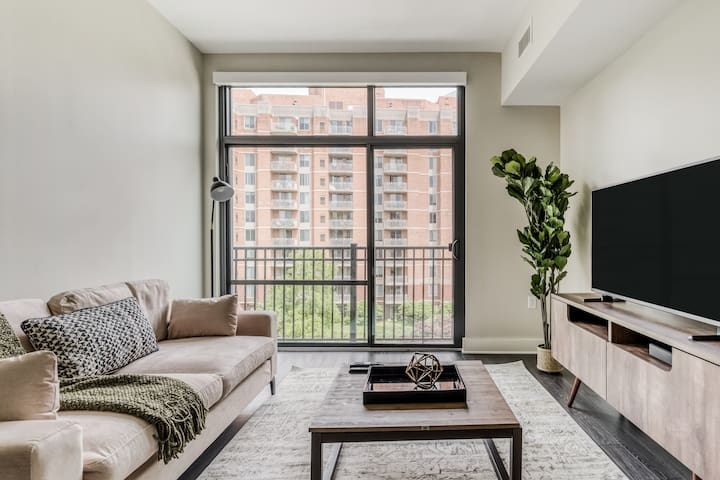 Bethesda 1BR in Beautiful and Safe Complex
