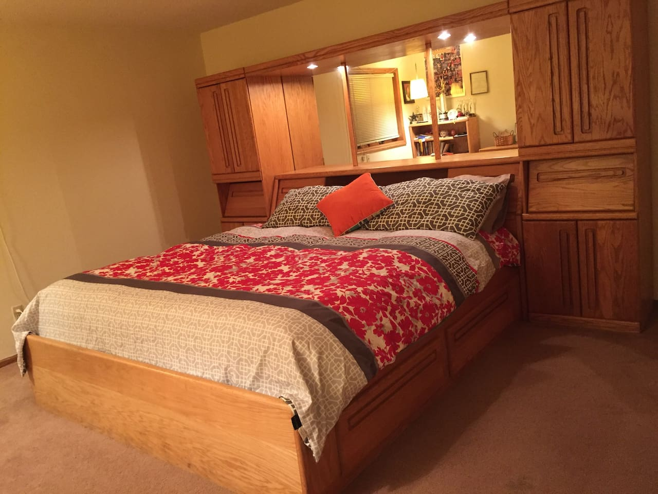Private Spacious room with King Size bed