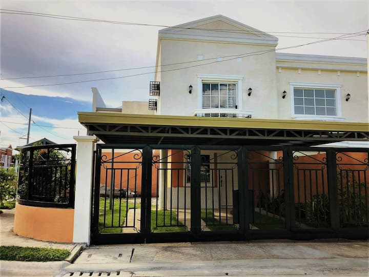 3-BR townhouse in Sta Rosa near Enchanted Kingdom