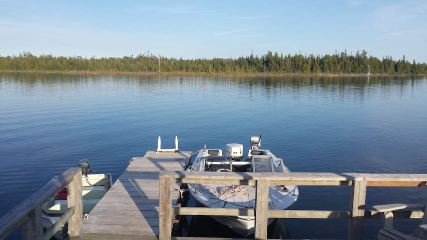 Lake Front Family Cottage on Pinetree Harbour