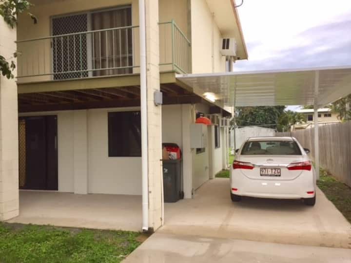 Private 2BR House, NBN Internet close to Shopping