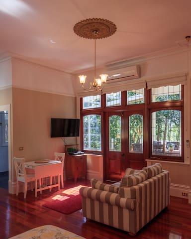 1 Bedroom Victorian Luxury in Lilydale