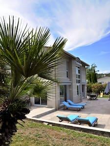 Villa de vacances à Valbonne - House