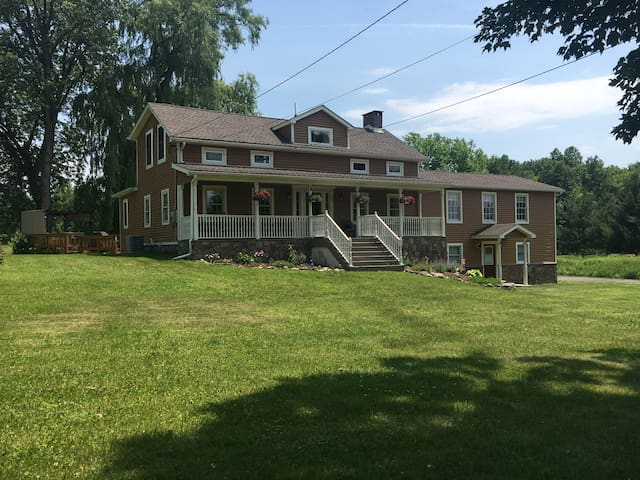 Newly Renovated Farmhouse in Walden