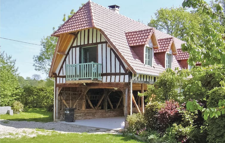 Holiday cottage with 2 bedrooms on 75m² in Houdetot