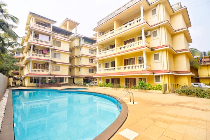 Comfy 2 Bed Apt with Pool for 6 near Calangute