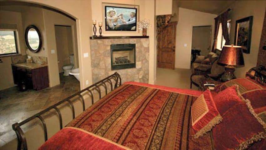 The Tuscany Suite @ Villa Nel Mondo