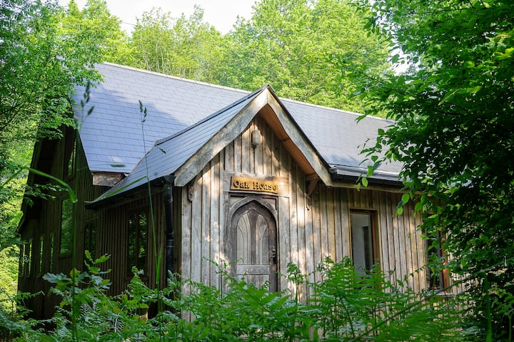 The Oak House: off-grid eco lodge in 70 acre wood